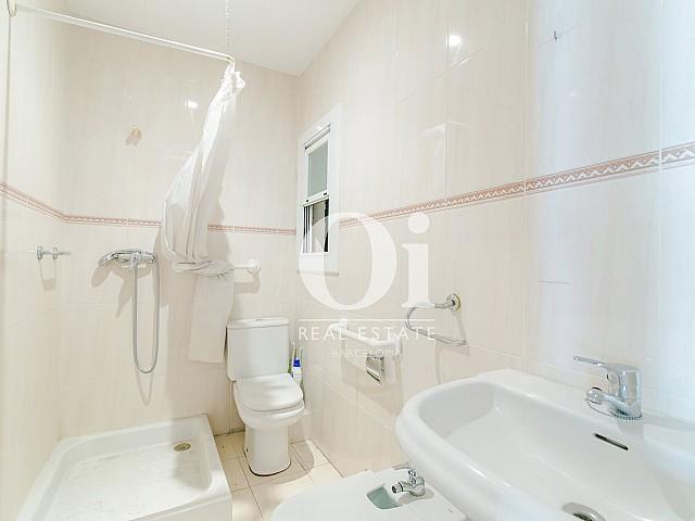Ванная комната в квартире на продажу рядом с Больницей Сант-Пау, Baix Guinardo, Барселона