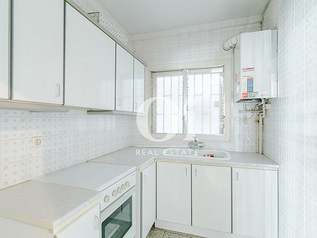 Кухня в квартире на продажу рядом с Больницей Сант-Пау, Baix Guinardo, Барселона