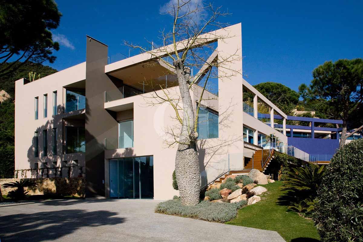 Fachada de casa en venta en Sant Feliu de Guíxols