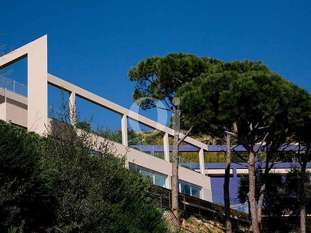 Blick auf den Außenbereich der Luxus-Villa in Sant Feliu de Guixols, Costa Brava