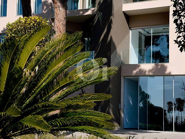Blick auf die Fassade der Luxus-Villa in Sant Feliu de Guixols, Costa Brava