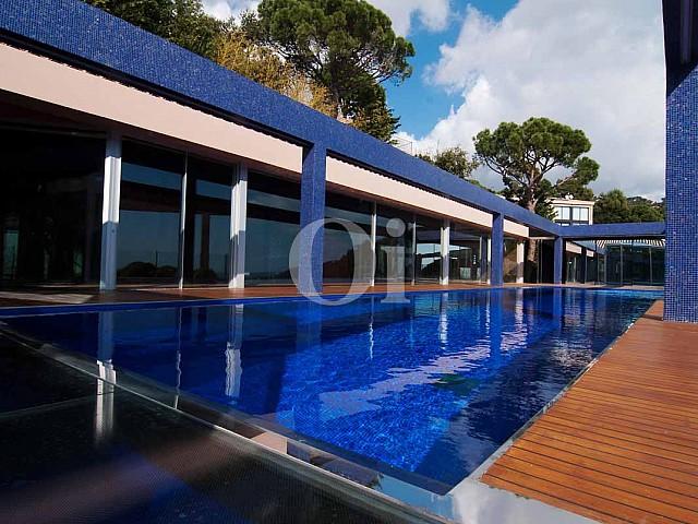 Огромный бассейн на роскошной вилле класса люкс на продажу на Ибице