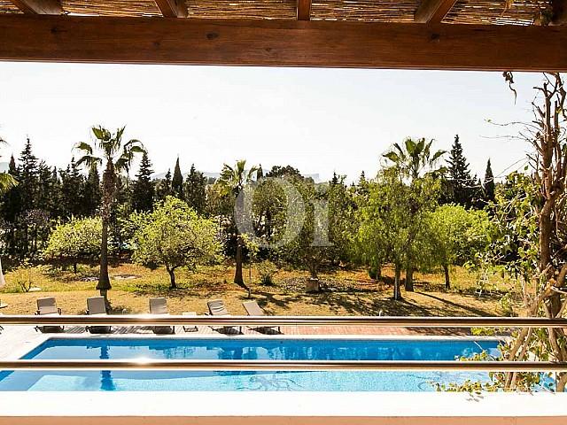 Blick auf die Umgebung der rustikalen Ferien-Villa auf Ibiza (San Jose)