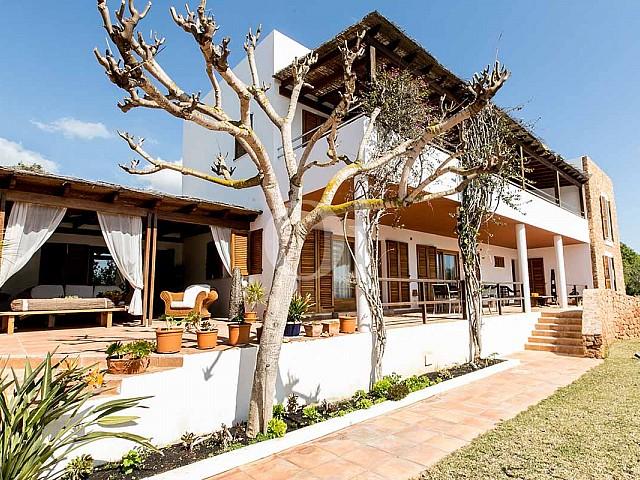 Façade de maison pour séjour en location à San Jose, Ibiza