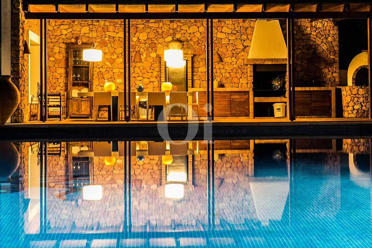 Barbecue et salle à manger d'été de maison pour séjour en location à San Jose, Ibiza