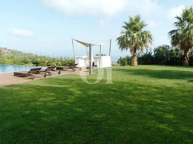 Зона отдыха на территории дома на продажу в Platja d'Aro на Коста-Браве