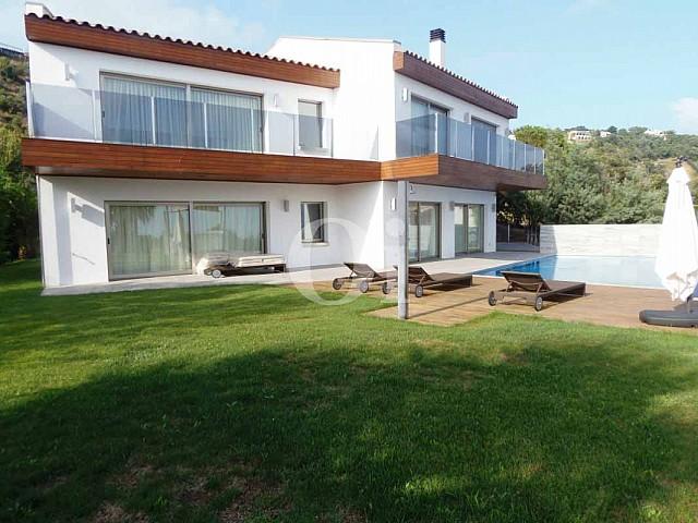 Экстерьеры дома на продажу в Platja d'Aro на Коста-Браве