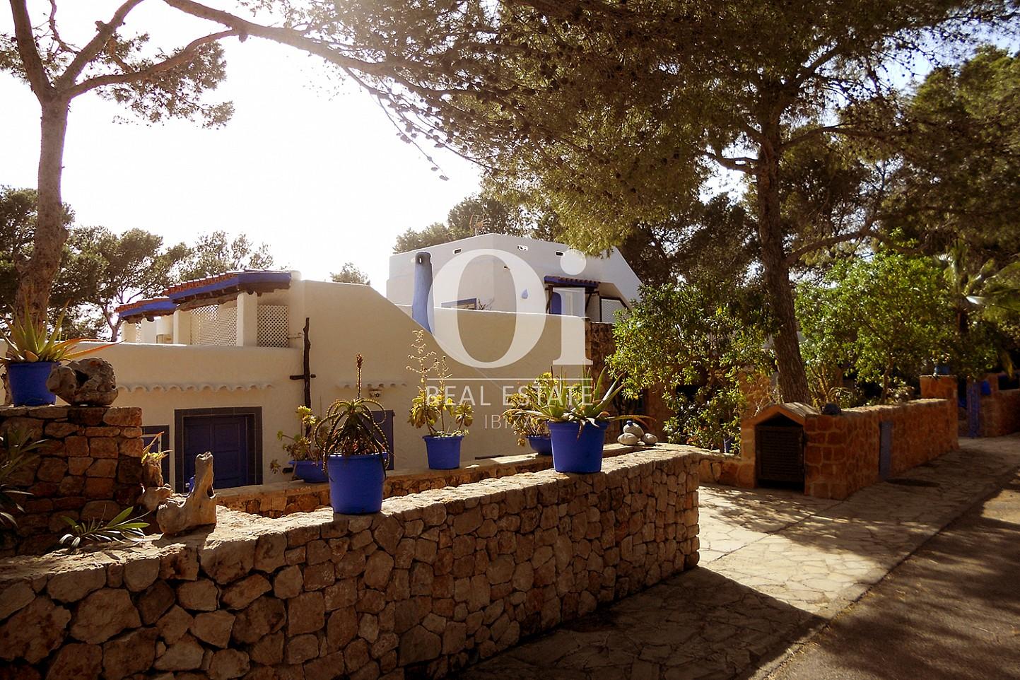 Blick aufs Äußere vom Haus zum Verkauf in Punta Galera, Ibiza