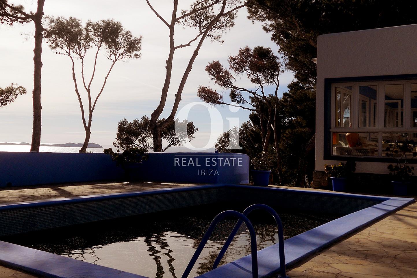 Blick auf den Pool vom Haus zum Verkauf in Punta Galera, Ibiza