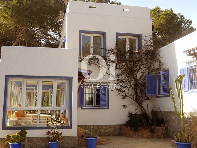 Fachada de casa en venta en Punta Galera, Ibiza