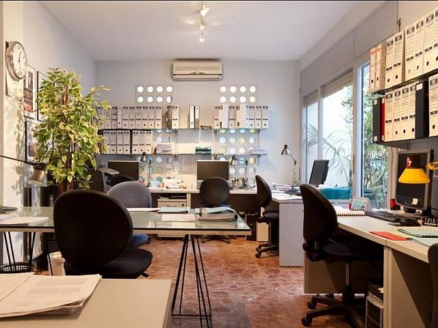 Geräumiger Wohnbereich in der Luxus-Wohnung zum Verkauf im schönen Gracia