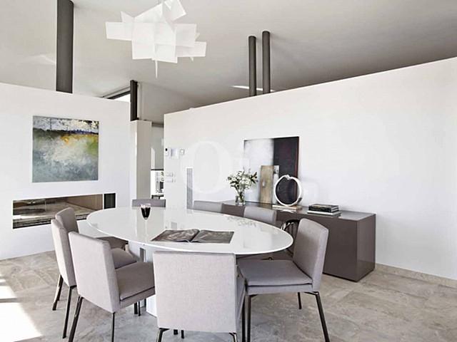 Blick in den Wohnbereich vom Haus zum Verkauf in Les Bateries, S'Agaró