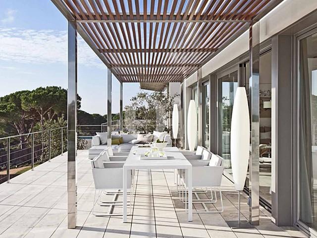 Blick auf die Terrasse vom Haus zum Verkauf in Les Bateries, S'Agaró