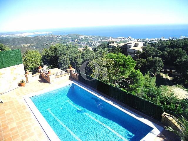 Blick auf den Pool vom Landhaus zum Verkauf in Platja d`Aro