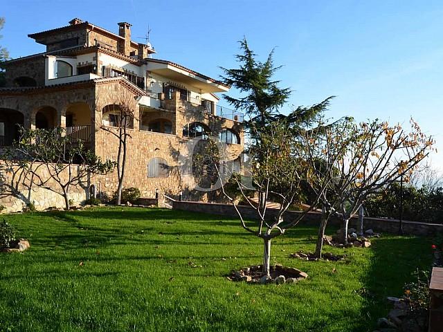 Blick in den Garten vom Landhaus zum Verkauf in Platja d`Aro