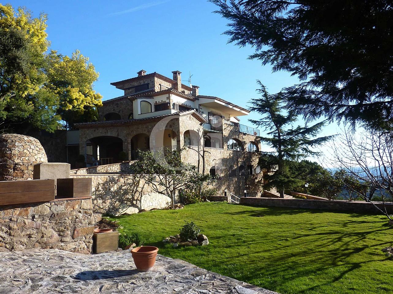 Blick auf die Fassade vom Landhaus zum Verkauf in Platja d`Aro