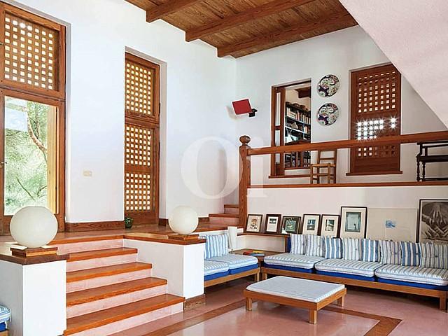 Blick in den Wohnbereich der Ferien-Villa zur Miete auf Fomentera