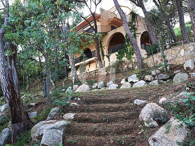 Blick auf die Fassade von Einfamilienhaus zum Verkauf, Costa Brava