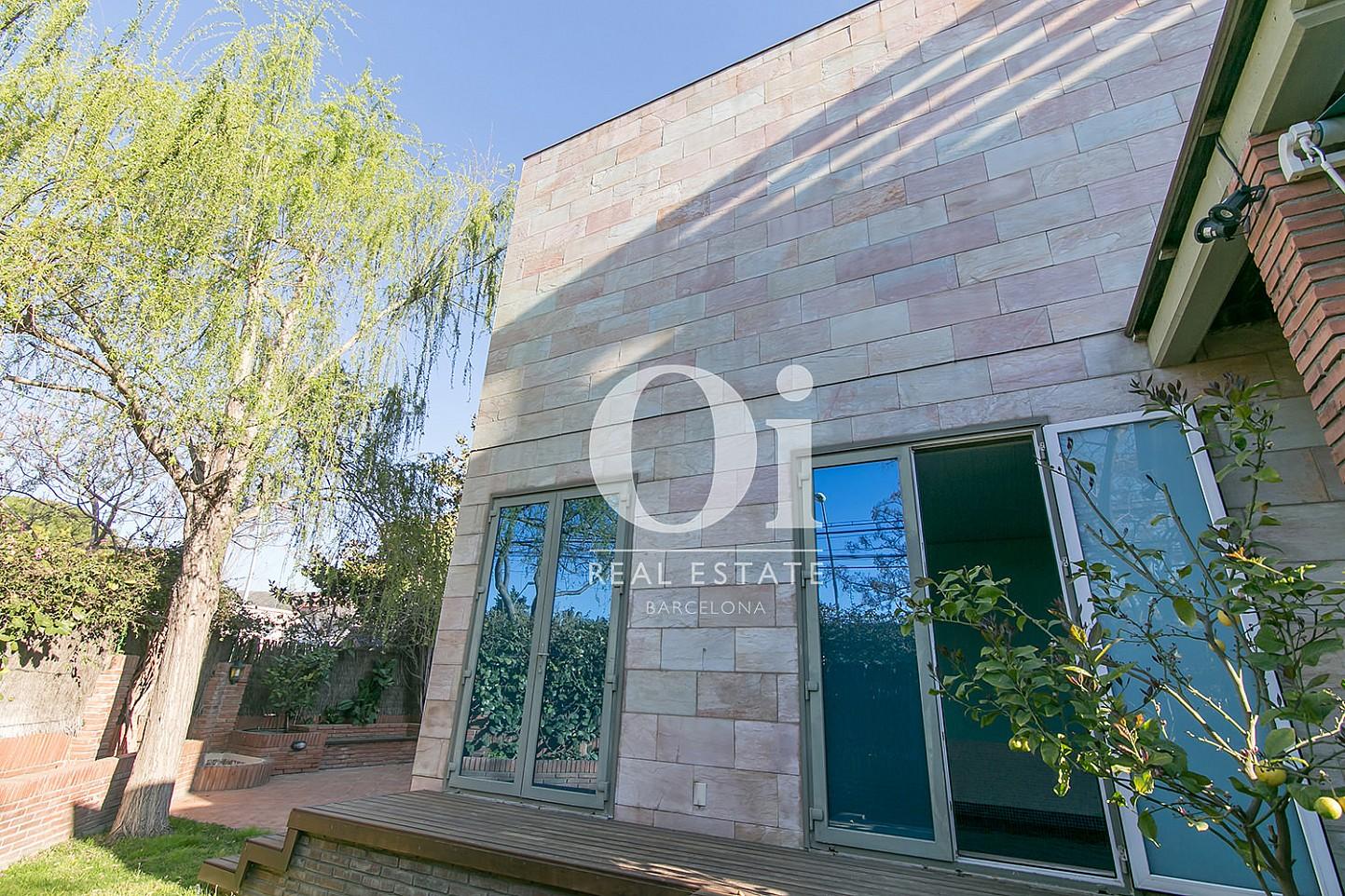 Blick auf die Fassade vom Familienhaus zum Verkauf in Castelldefels