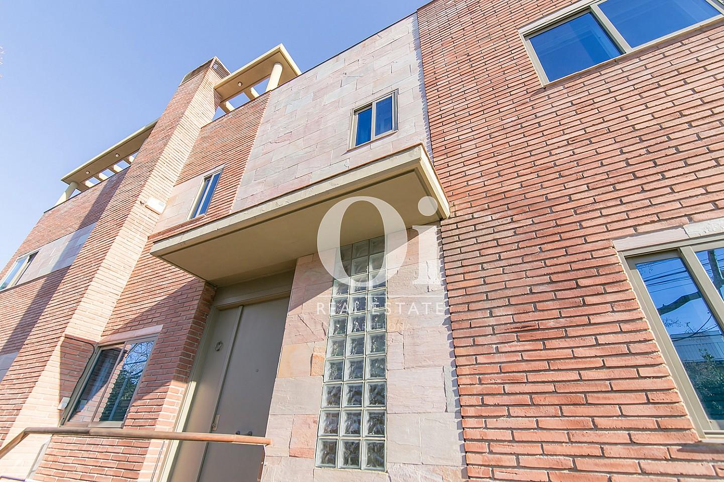 Fachada de casa en venta en Castelldefels, Barcelona