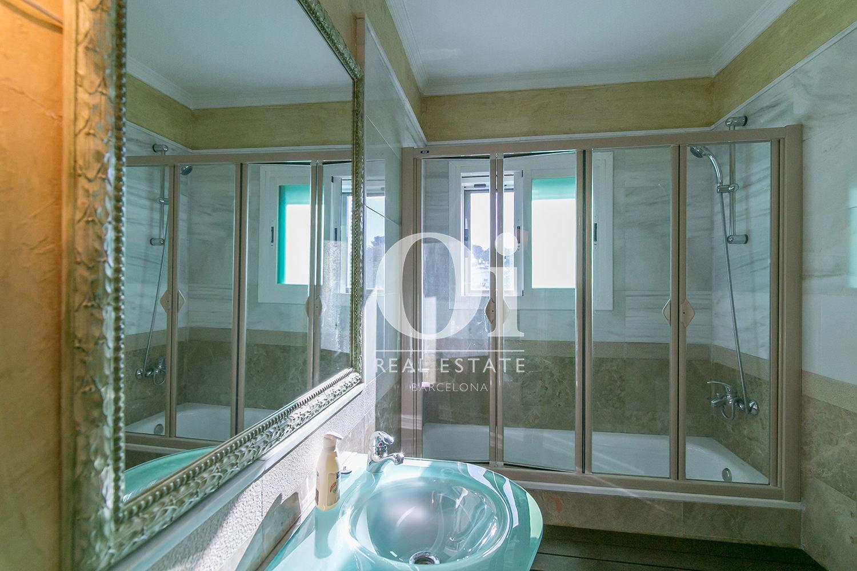 Salle de bain de la maison en vente à Castelldefels, Barcelone