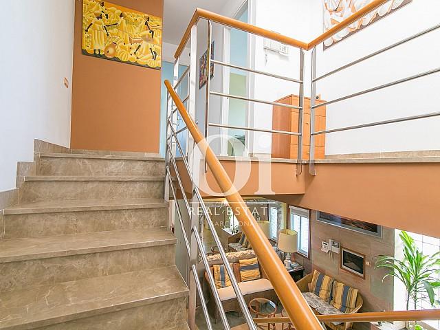 Escaleras de casa en venta en Castelldefels, Barcelona
