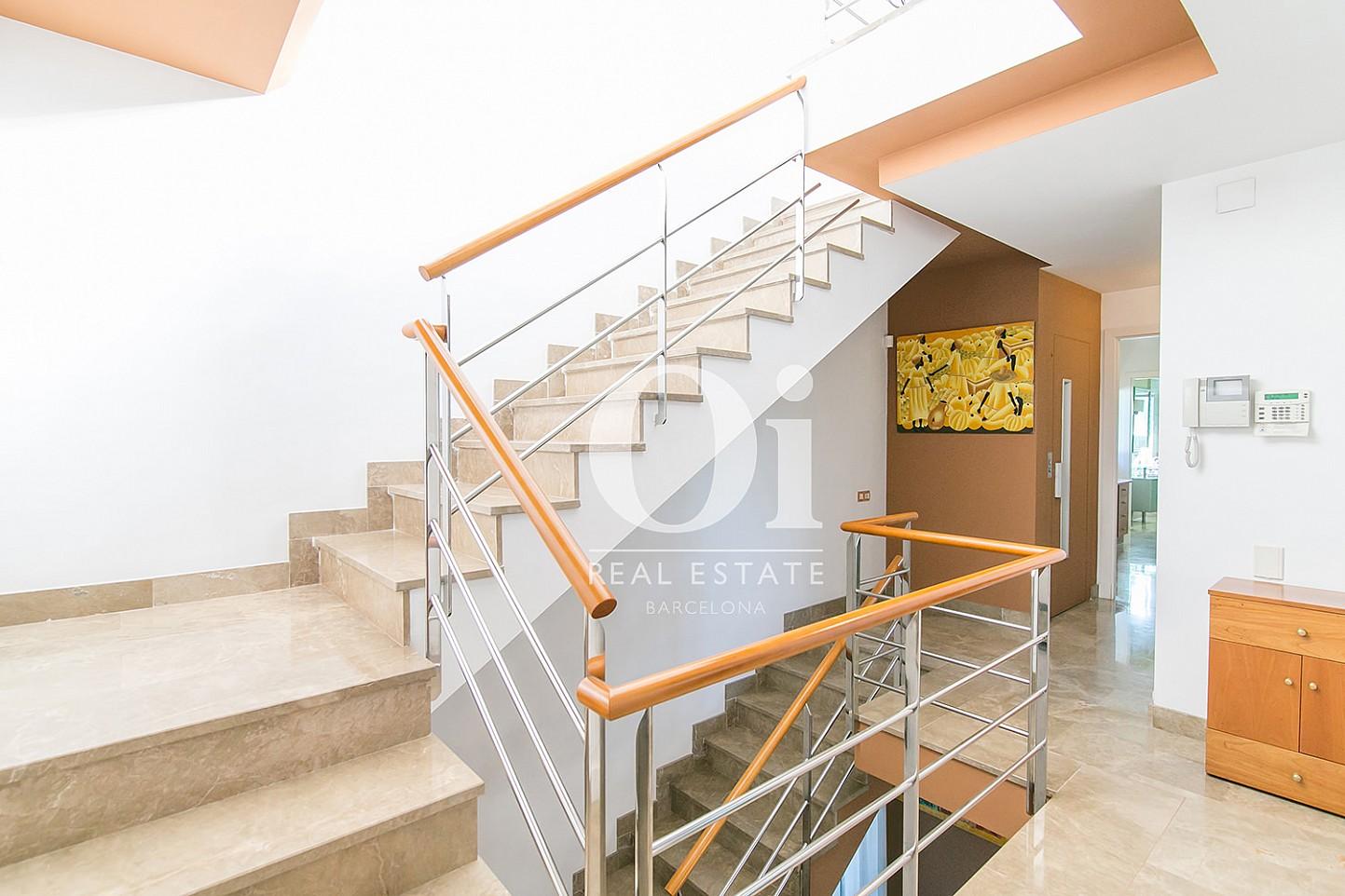 Escalier de la maison en vente à Castelldefels, Barcelone