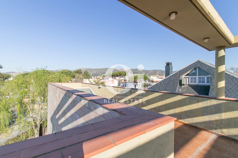 Blick auf die Dachterrasse vom Familienhaus zum Verkauf in Castelldefels