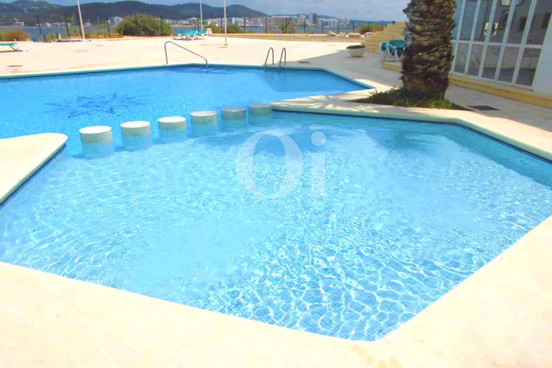 Общий бассейн (взрослый и детский) в доме с замечательной светлой мансардой на продажу на Ибице
