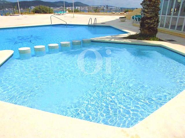 Blick auf den Poolbereich vom Penthouse zum Verkauf, San Antonio