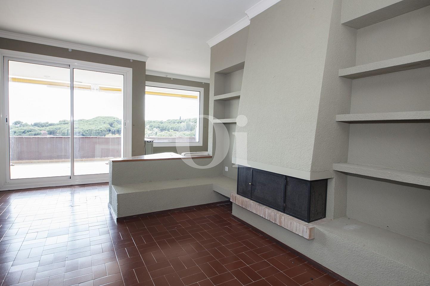 Salón con chimenea de ático en venta en Sant Vicenç de Montalt