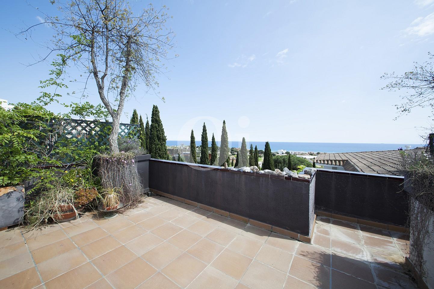 Blick auf die Terrasse vom Penthouse zum Verkauf, in Maresme