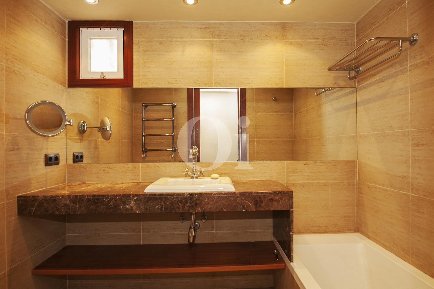 Blick in ein Bad vom Penthouse zum Verkauf, in Maresme