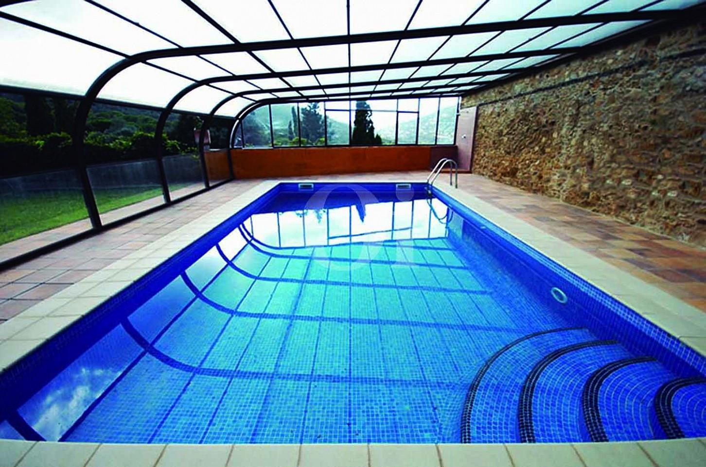 Blick auf den Pool der Masía zum Verkauf in Calonge