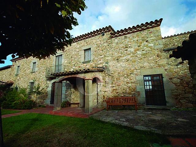Fachada de casa en venta en Calonge, Costa Brava, Gerona
