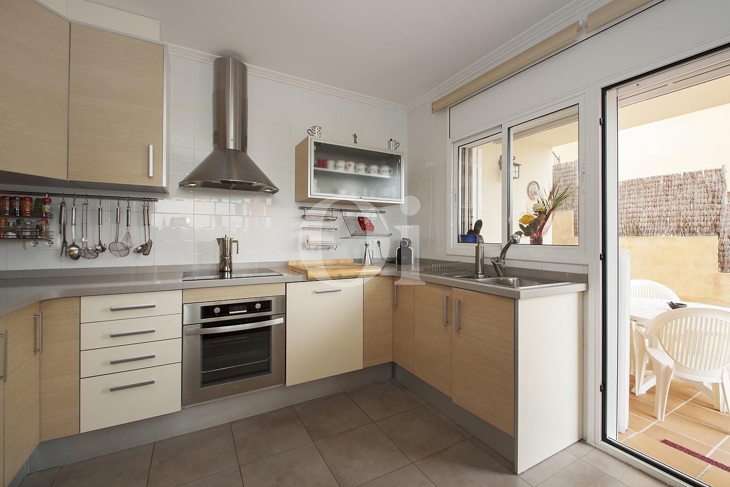 Blick in die Küche vom Haus zum Verkauf, Segur de Calafell