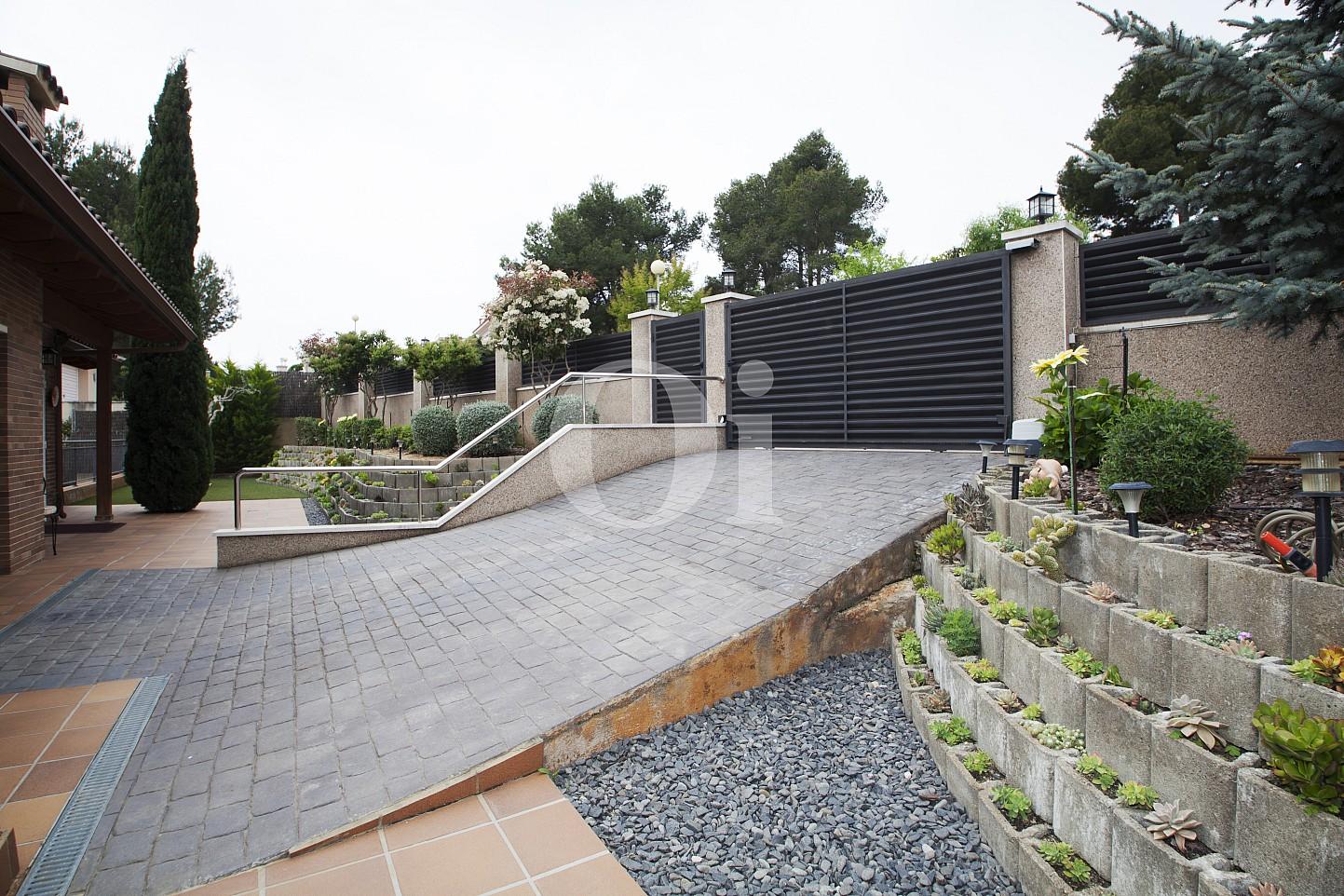 Blick auf die Einfahrt vom Haus zum Verkauf, Segur de Calafell