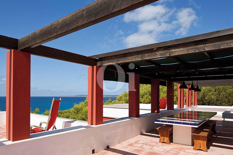 Blick auf die Terrasse der Villa zum Verkauf auf Formentera