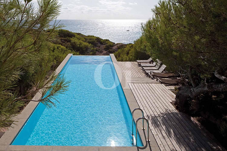 Blick auf den Pool der Villa zum Verkauf auf Formentera