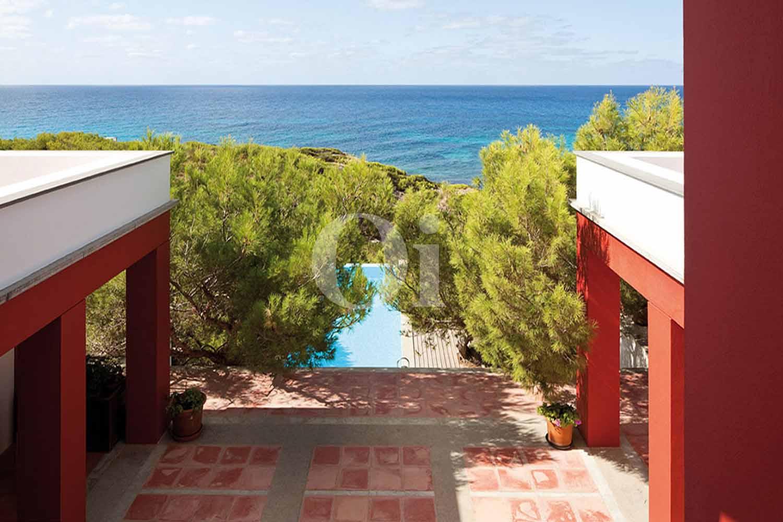 Виды на море и бассейн на вилле на продажу на Форментере, Балеарские острова