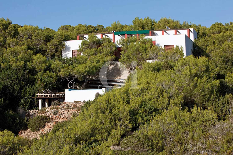 Blick auf die Fassade der Villa zum Verkauf auf Formentera