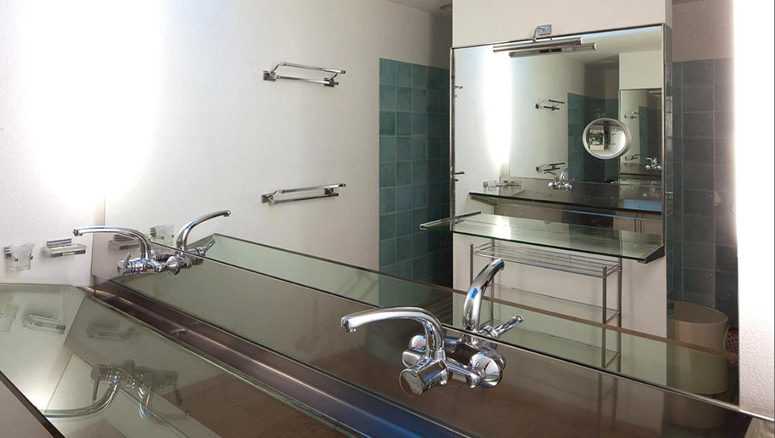 Blick in ein Bad vom Haus zum Verkauf in Es Caló