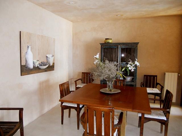 Blick in das Esszimmer der Villa zur Miete auf Ibiza