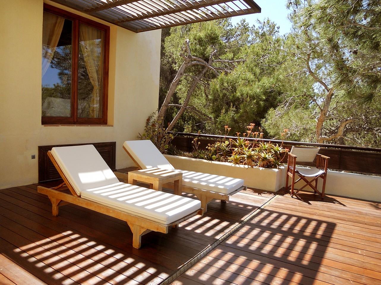 Terraza de espectacular villa en alquiler en Cala Salada, Ibiza