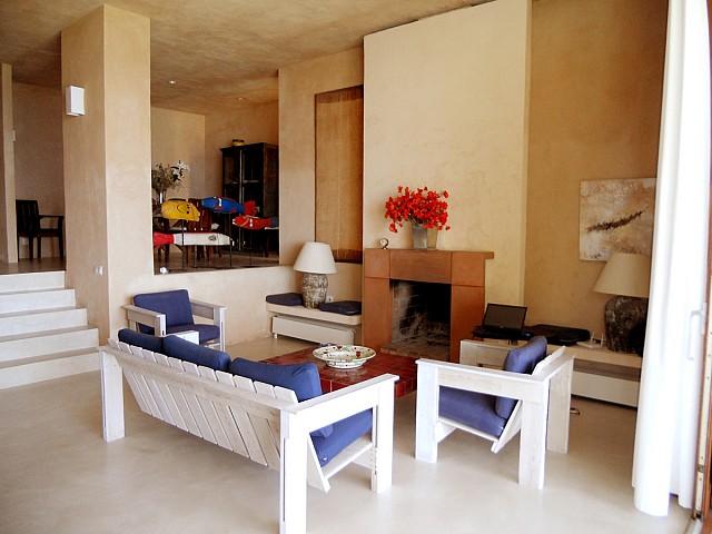 sala de estar de espectacular villa en alquiler en Cala Salada, Ibiza
