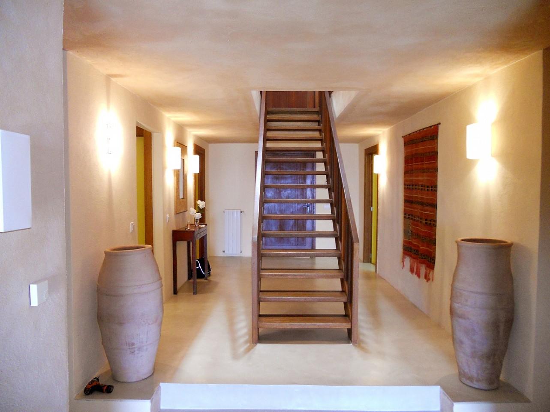 escalera de espectacular villa en alquiler en Cala Salada, Ibiza