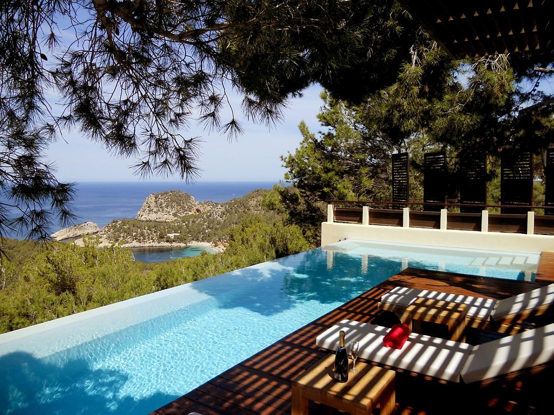 preciosas vistas de espectacular villa en alquiler en Cala Salada, Ibiza