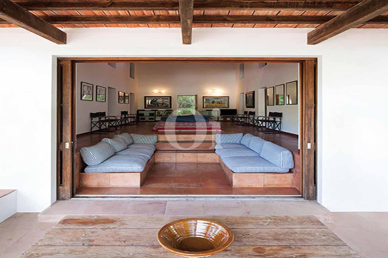 Blick in die Lounge vom Haus zum Verkauf, auf Formentera