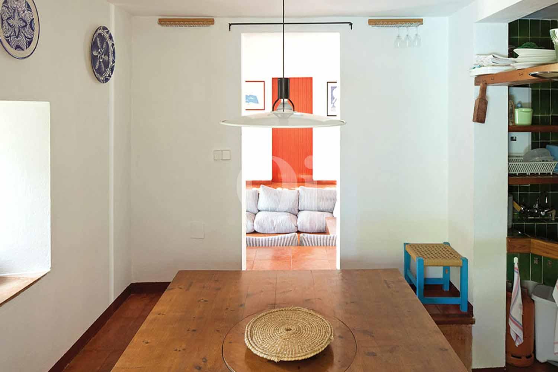 Blick in das Esszimmer vom Haus zum Verkauf, auf Formentera