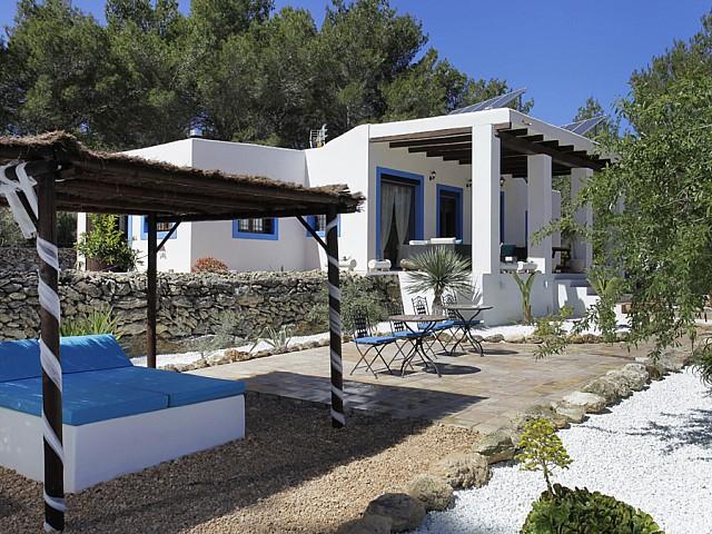 Fachada de casa en alquiler en Santa Gertrudis, Ibiza